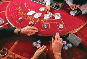 """Top 6 kinh nghiệm chơi Poker bạn """"Bắt Buộc"""" phải biết"""